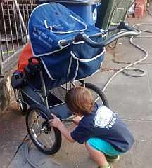 Hoot parking the stroller